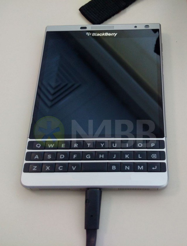 blackberry-oslo-front-640x842